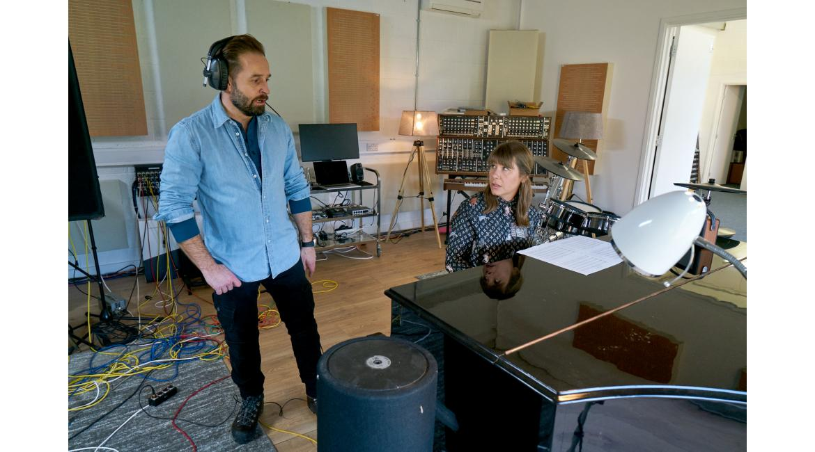 Alfie Boe singing, Rachel Fuller on piano